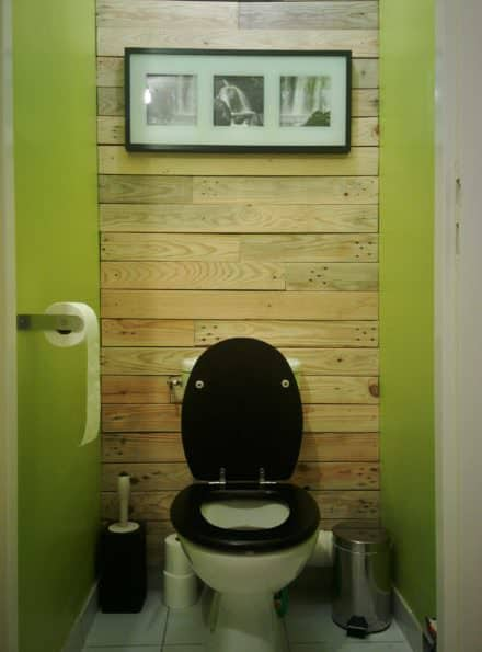 Pallet walls pallet doors page 3 of 9 diy wood for Decoration toilette
