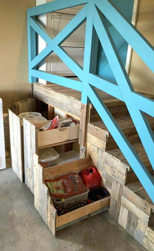 1001pallets.com-garage-stairs-makeover3