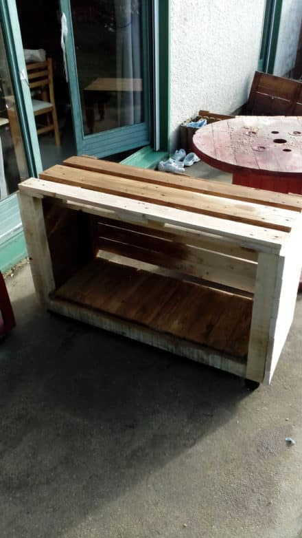 Diy tv stand ideas and tips from 1001pallets for Meuble console tv