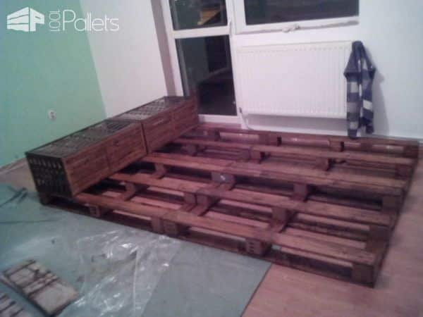Pallet Bed & Headboard Out of 4 Recycled Pallets DIY Pallet Bedroom - Pallet Bed Frames & Pallet Headboards