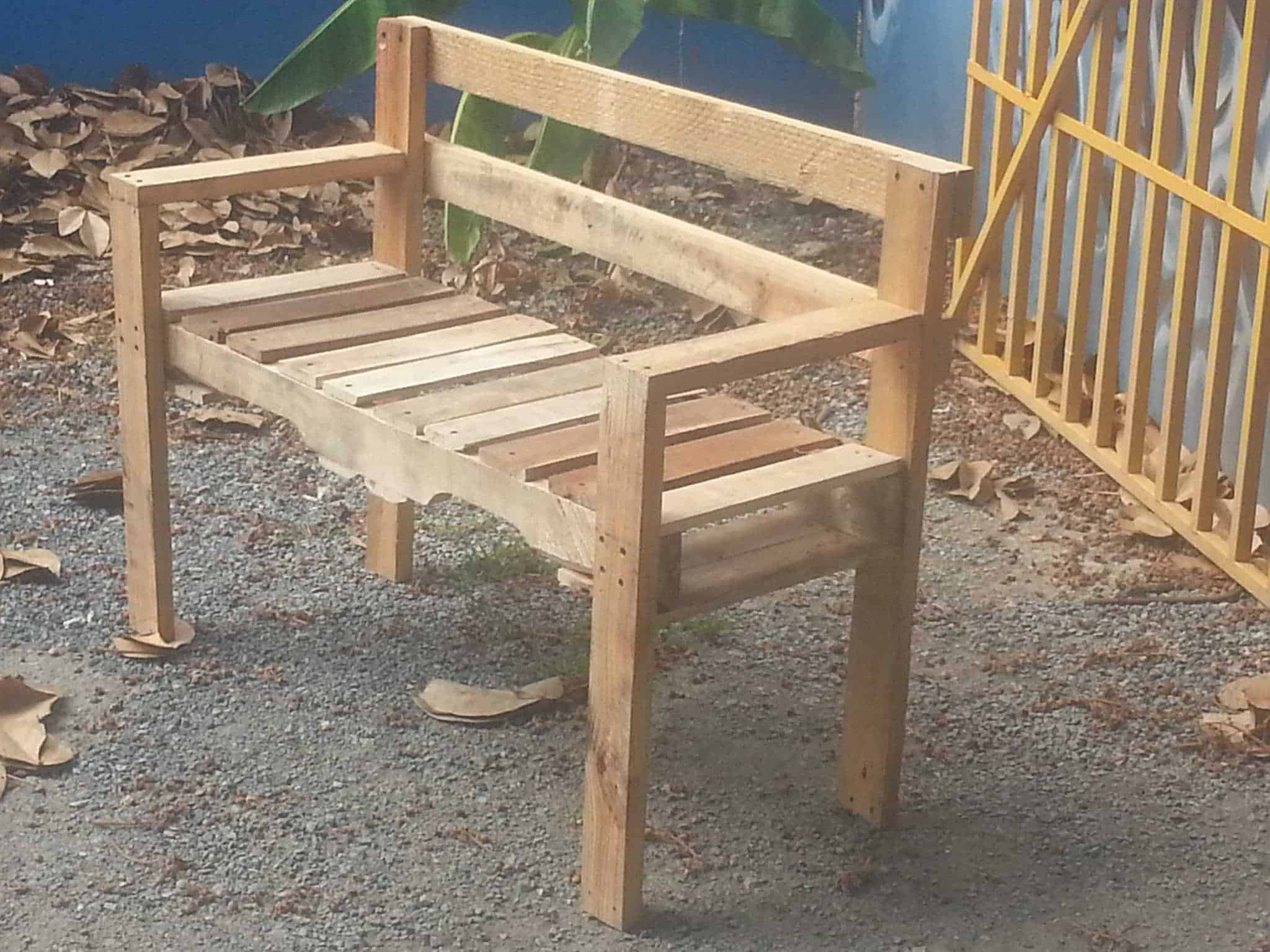 Pallet Outdoor Bench • Pallet Ideas • 1001 Pallets