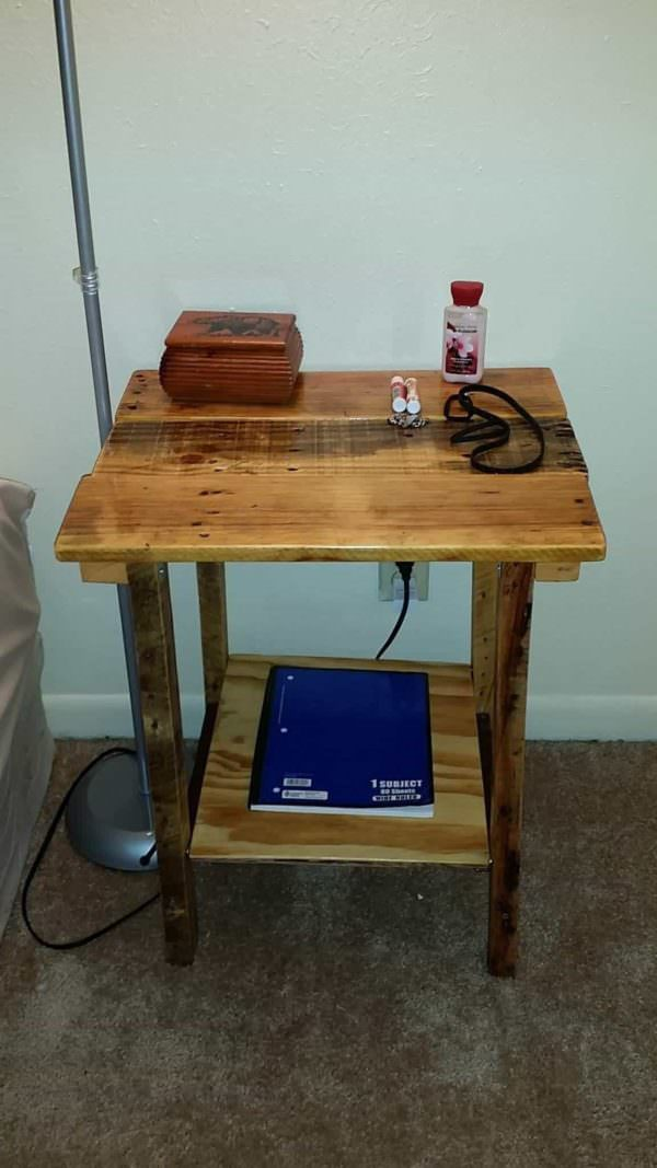 Pallet Side Table Pallet Desks & Pallet Tables