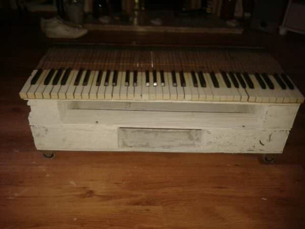 1001pallets.com-piano-key-palette-table-with-wheels