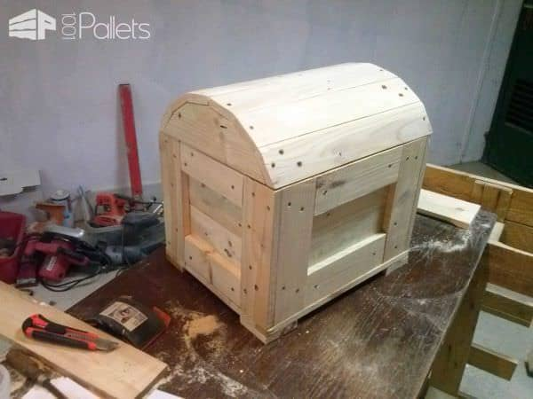 Pirate's Chest Fun Pallet Crafts for Kids Pallet Boxes & Chests