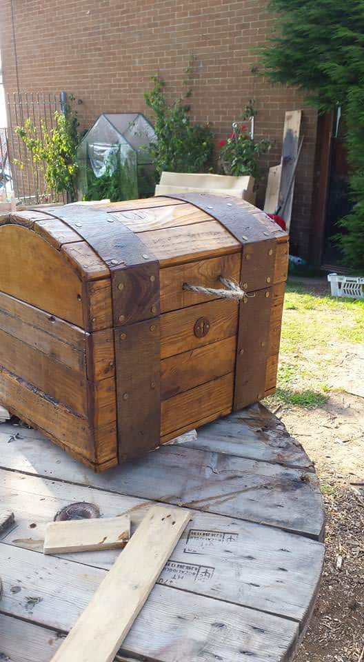 Treasure Chest Out of Repurposed Pallet Wood • 1001 Pallets