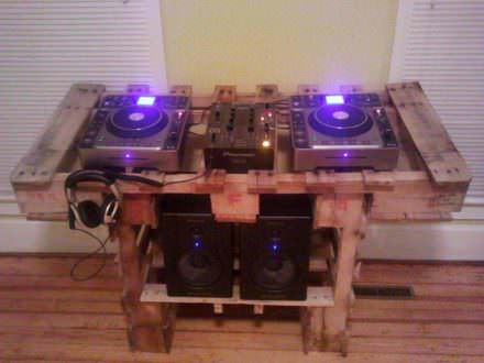 Turntable Stand Out Of Two Pallets