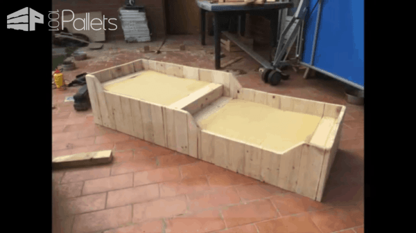 Double Dog Bed from Pallets / Panier à Chiens 2 Places En Bois De Palettes Animal Pallet Houses & Pallet Supplies