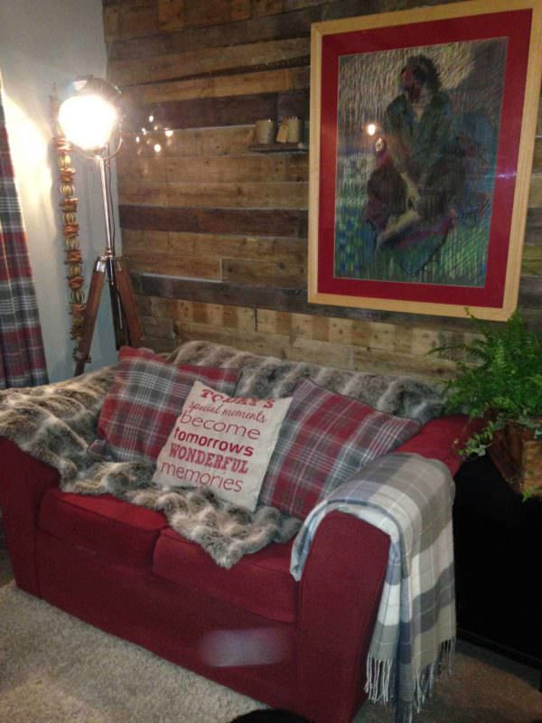 How to Turn You Living Room into a Shed Pallet Walls & Pallet Doors