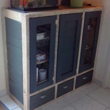 Meuble De Rangement / Pallet Enclosed Cabinet