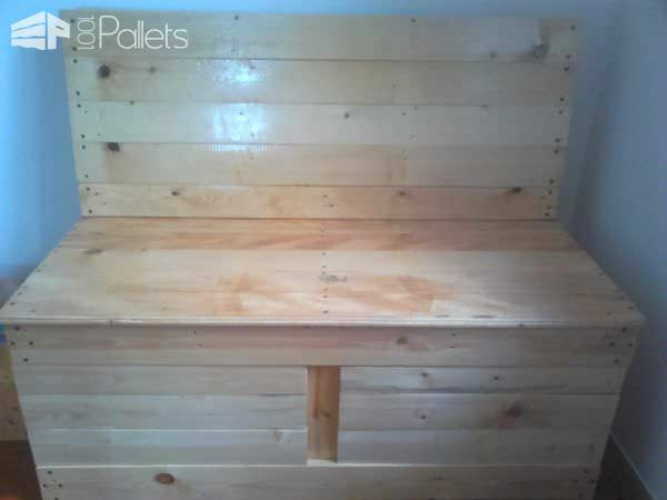 My Pallet Sofa out of 4 Pallets Pallet Sofas & Couches