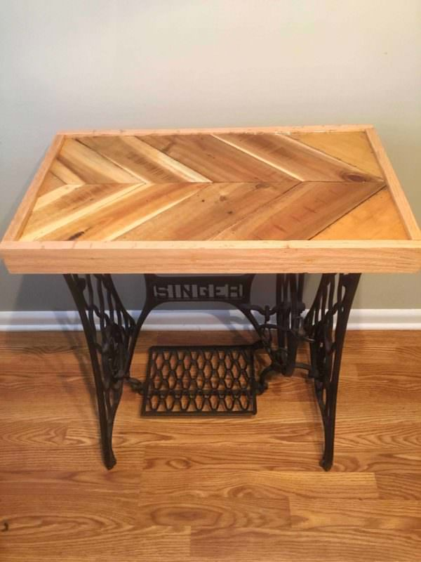 Reclaimed Pallet Epoxy Tabletop with Cast Iron Singer Base Pallet Desks & Pallet Tables