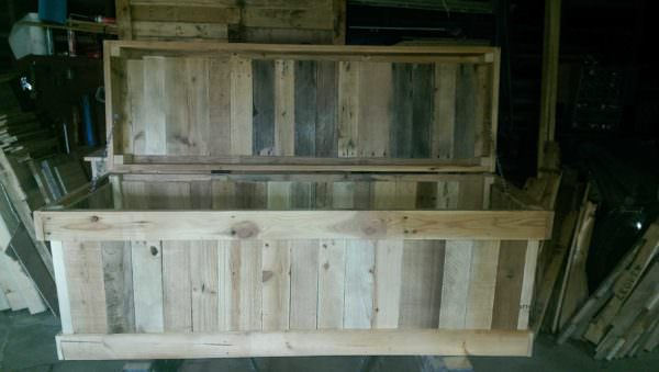Storage Chest From Discarded Pallet Planks Pallet Boxes & Chests
