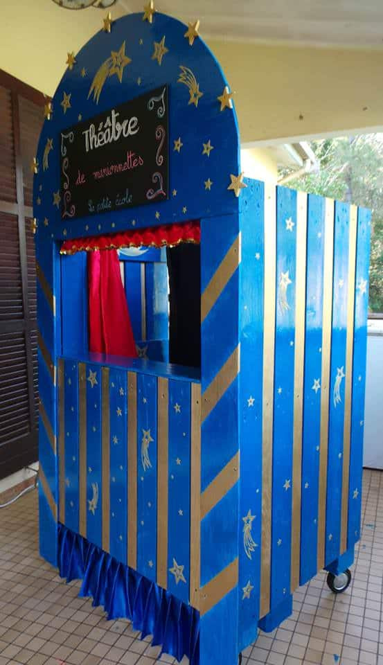 Théâtre De Marionnettes / Puppets Theater Out Of Pallets Fun Pallet Crafts for Kids