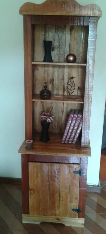 Charming Pallet Bookcase