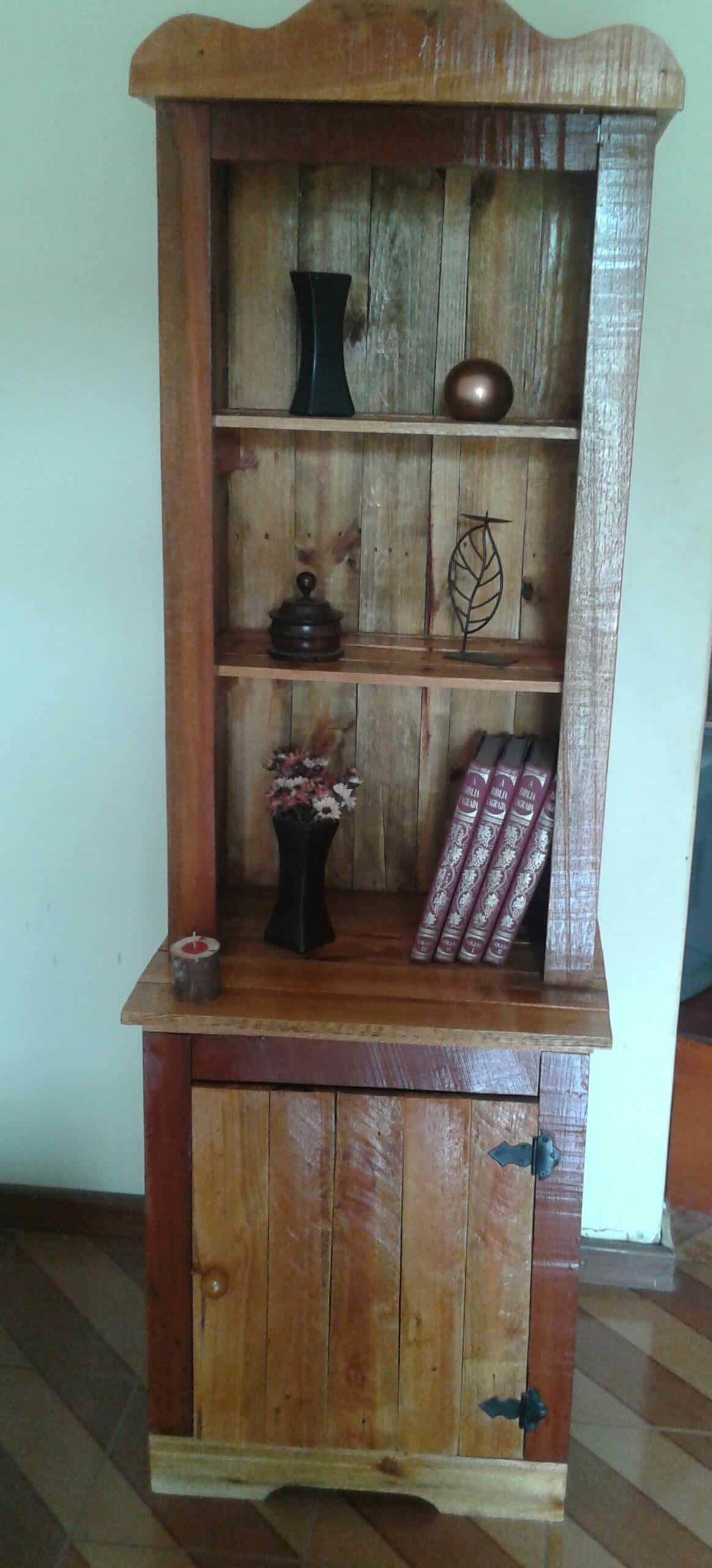 Charming Pallet Bookcase • Pallet Ideas • 1001 Pallets