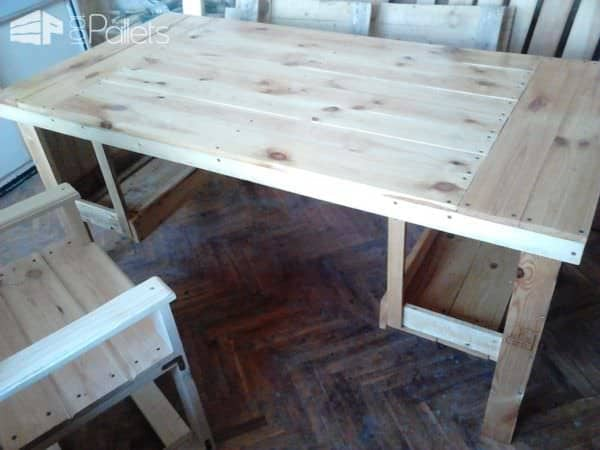 Desk & Chair from 3 Repurposed Pallets Pallet Benches, Pallet Chairs & Pallet Stools Pallet Desks & Pallet Tables