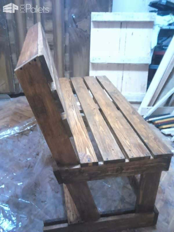 1001pallets.com-two-pallets-are-required-to-take-their-turns-these-benches4