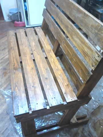 1001pallets.com-two-pallets-are-required-to-take-their-turns-these-benches2