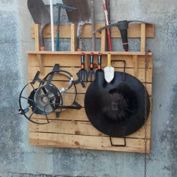 Herramientero / One Pallet as Garden Tools Holder