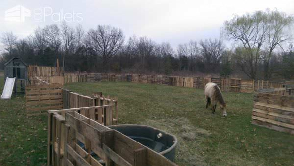 Horse Pasture & Shelter Animal Pallet Houses & Pallet Supplies