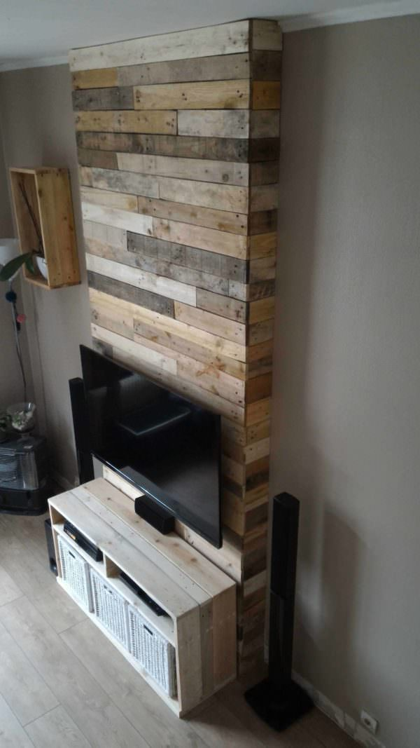 mur en bois de palettes entertainment center wall 1001. Black Bedroom Furniture Sets. Home Design Ideas
