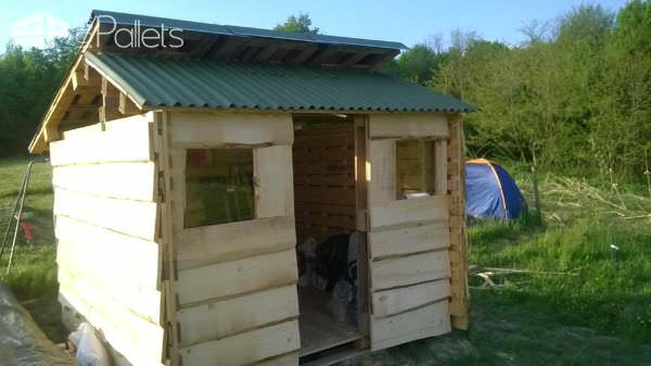 1001pallets.com-small-shed-from-used-pallets-and-cheap-wood5