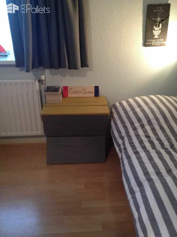 1001pallets.com-bedside-table-from-some-pallet-parts1