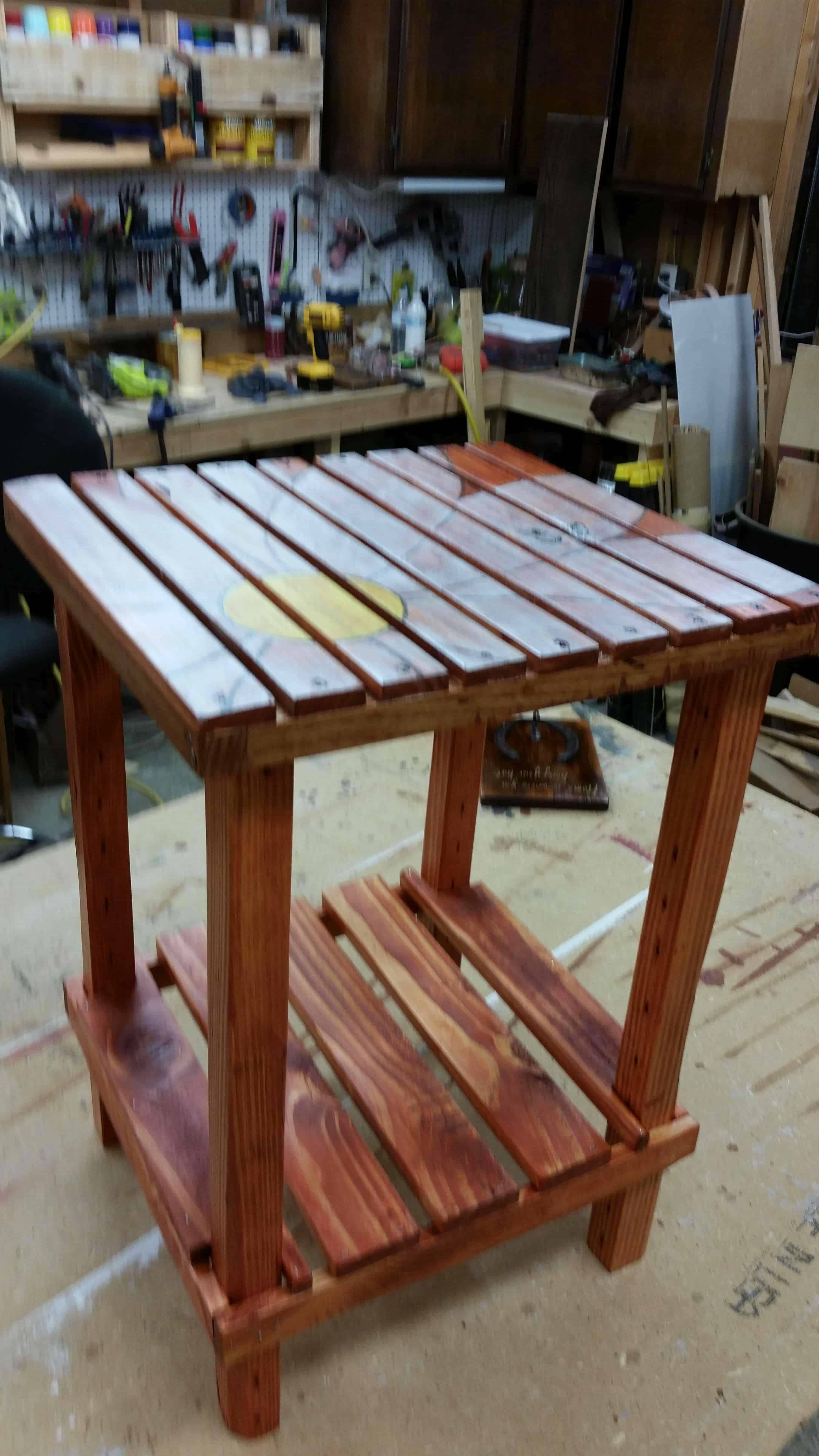 A side table made from pallet wood pallet ideas 1001 for Table cuisine palette