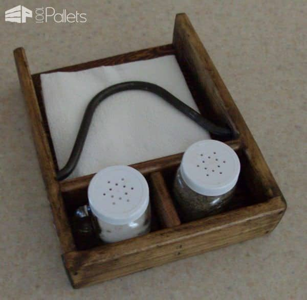 Bigger Isn't Necessarily Better: Pallet Napkin Holder Pallet ideas for DIY - Home Décor