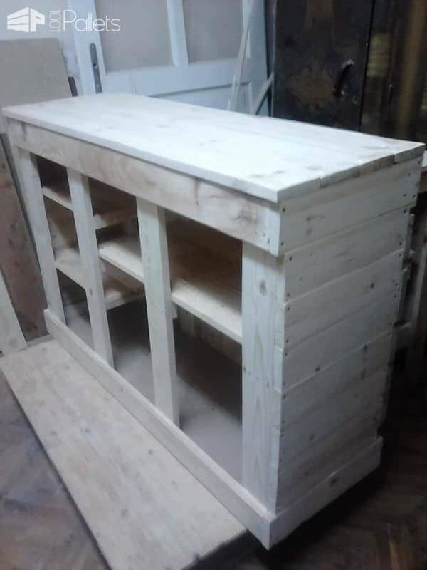 Chest of Drawers for a Variety of Purposes Pallet TV Stand & Rack