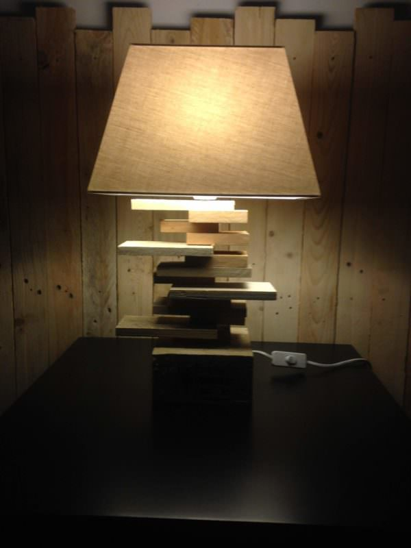 Lamp for a Side Table / Lampe De Chevet Pallet Lamps, Pallet Lights & Pallet Lighting