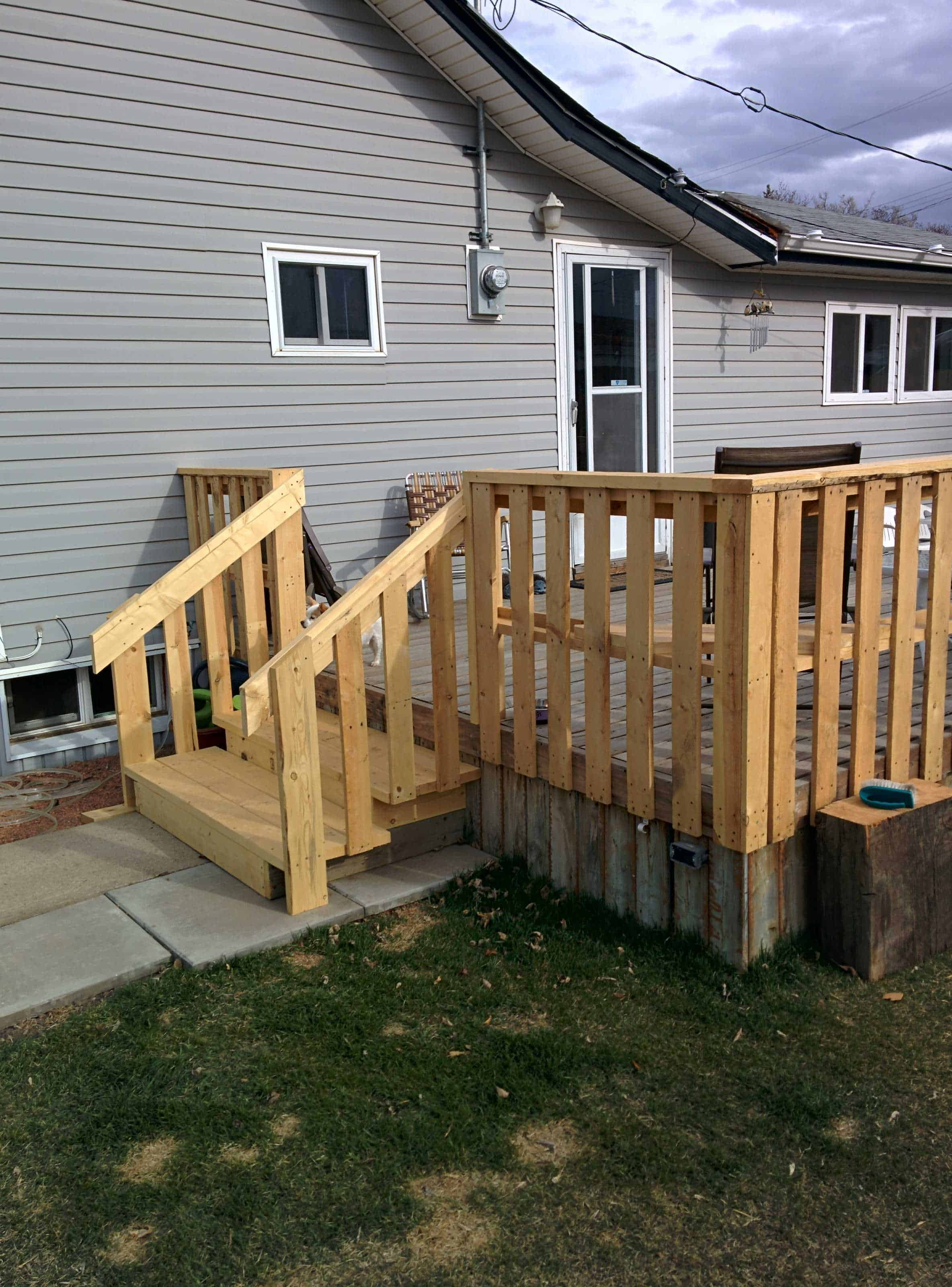 1001pallets.com-outside-pallet-deck-2 Painting Outside Of Mobile Home on improving the exterior of a manufactured home, painting interior mobile home, drawing of mobile home, color of mobile home, painting the exterior of your home, painting over mobile home walls,