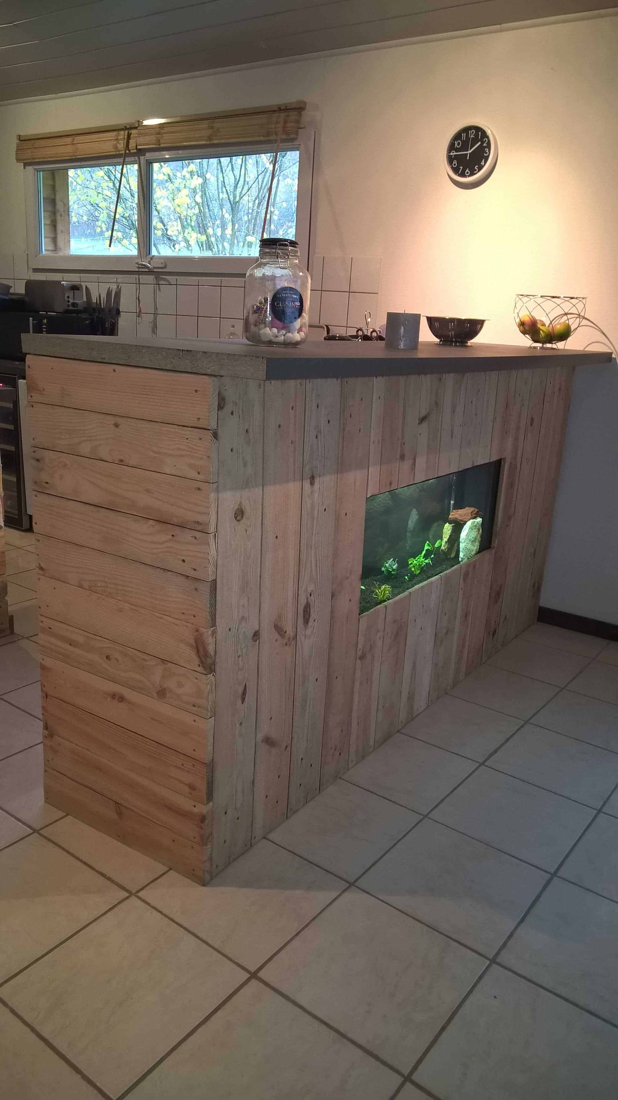 Pallet Bar With Integrated Aquarium Amp Wax Concrete Counter