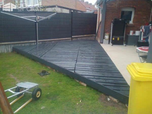 Quick Terrace Enlargement  (8 Hours & 16 Pallets Later) Pallet Terraces & Pallet Patios