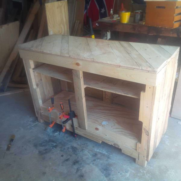Side Table For My Daughter To Make Her Cakes On 1001 Pallets