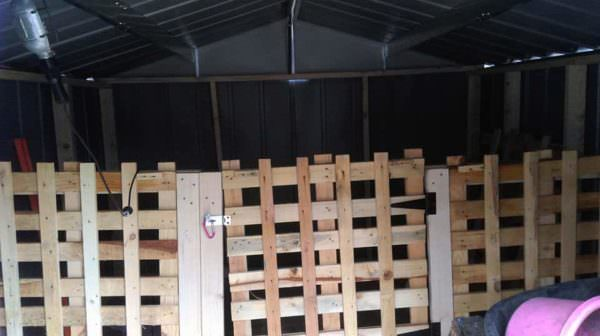 Using Pallets in Our Barn Pallet Fences