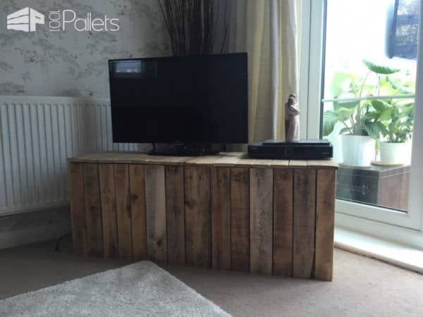1001pallets Spring Contest 2nd Place: TV Unit Ouf Of Pallets Pallet TV Stand & Rack