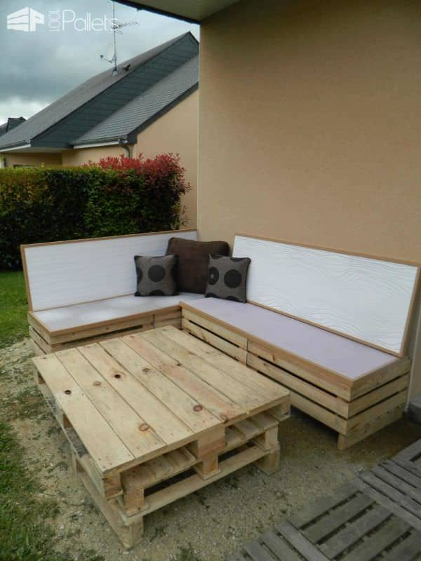 4 Kiwi Crates, 1 Pallet, Medium Wood, Glass Top And Voila My Garden Set Lounges & Garden SetsPallet Sofas & Couches