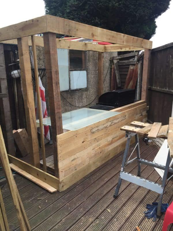 Budget-friendly Pallet BBQ Bar DIY Pallet Bars