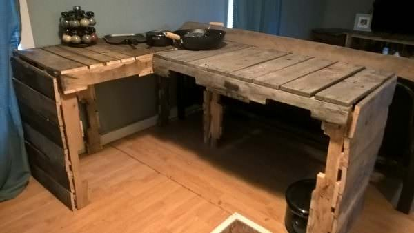Corner Kitchen Counter Pallet Desks & Pallet Tables