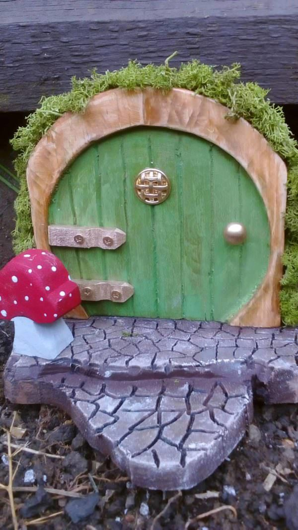 1001pallets.com-fairy-doors-from-pallets
