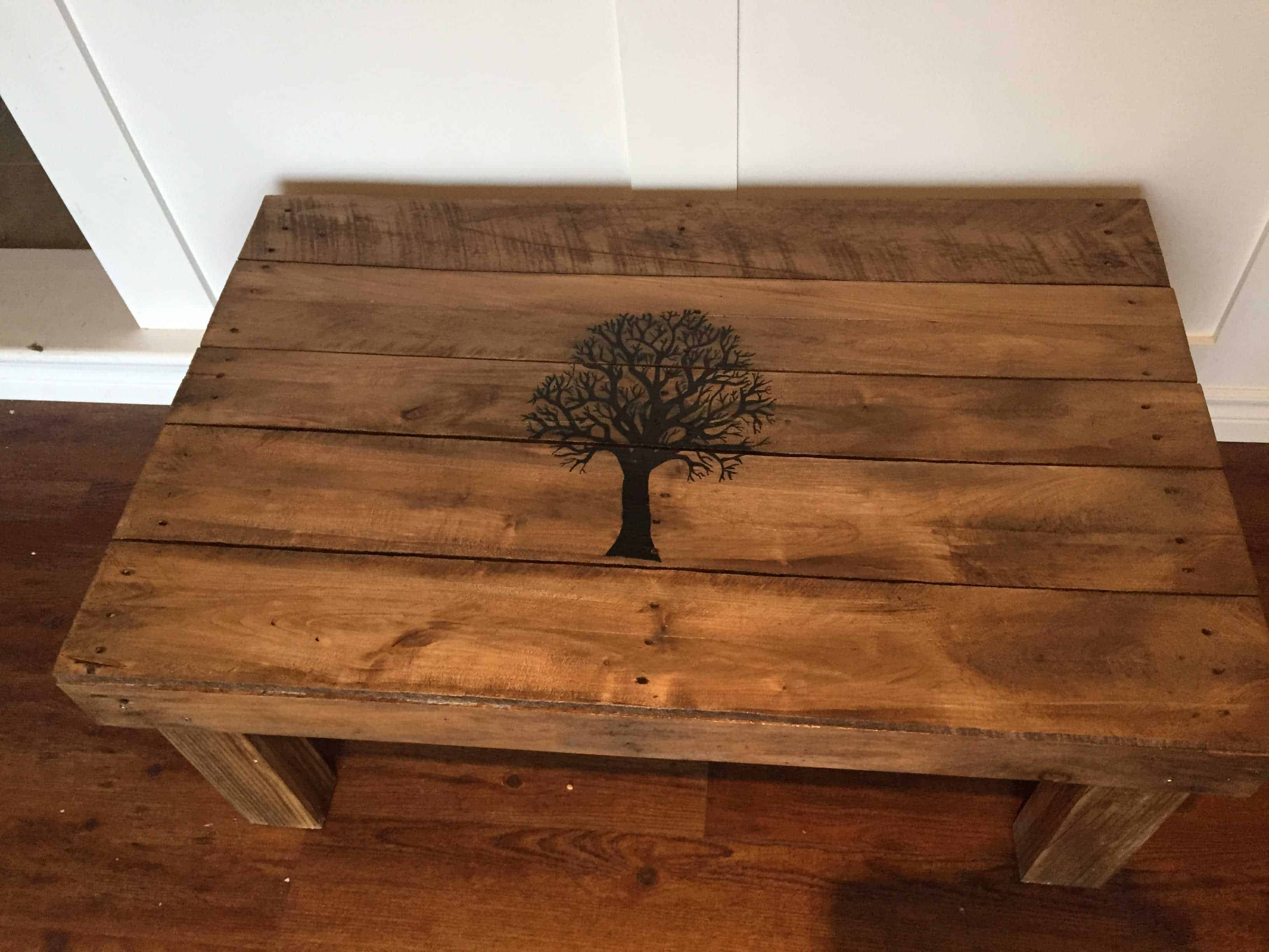 Fall tree pallet coffee table 1001 pallets geotapseo Image collections