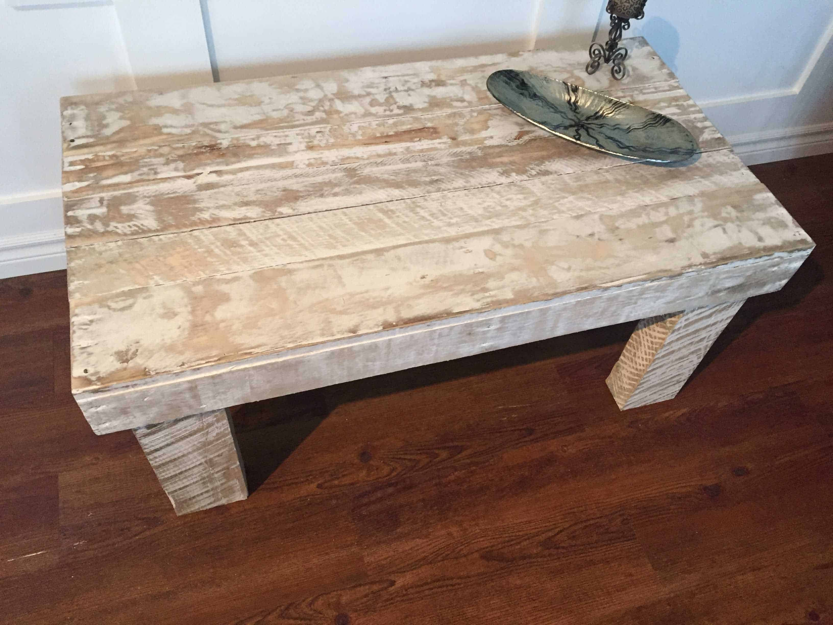 e Pallet Rustic White Coffee Table • 1001 Pallets
