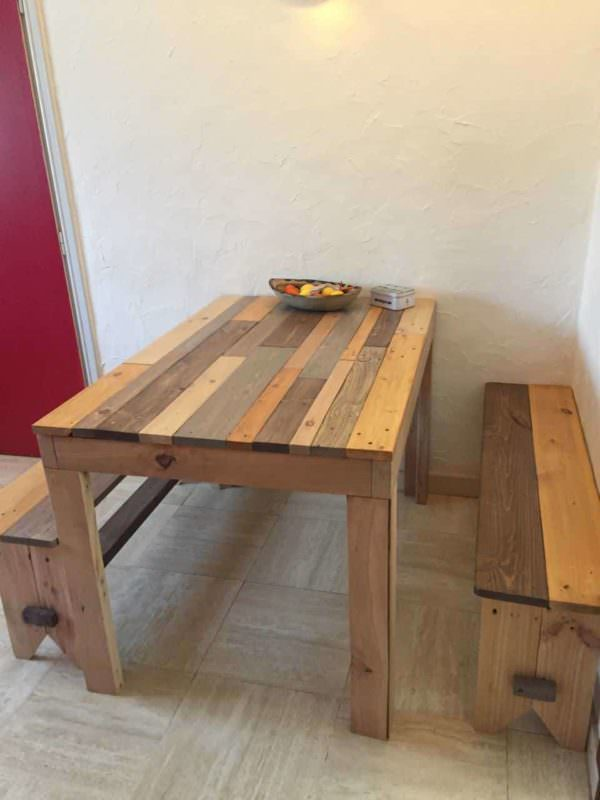 Pallet Lunch Corner Pallet Desks & Pallet Tables