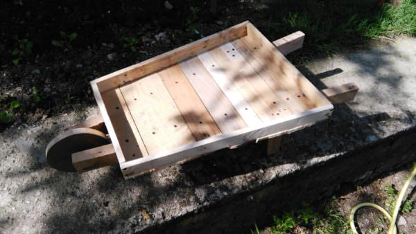 Pallet Wheelbarrow for My Flowers Pallet Home Decor Pallets in the Garden