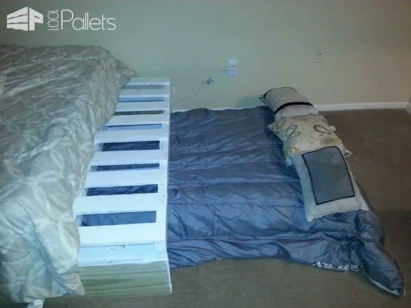 Queen Bed from 3 Pallets DIY Pallet Bedroom - Pallet Bed Frames & Pallet Headboards
