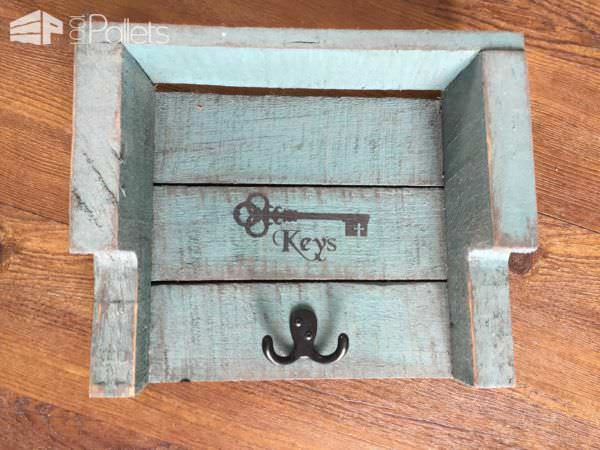 Rustic Pallet Key Holders DIY Pallet Home Décor IdeasPallet Walls & Pallet Doors