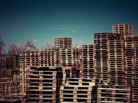 Salvaging Wooden Pallets in a Different, More Environment Friendly Way