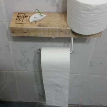 Super-easy Pallet Toilet Paper Holder