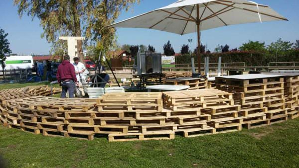 1001pallets.com-barrier-for-a-festival
